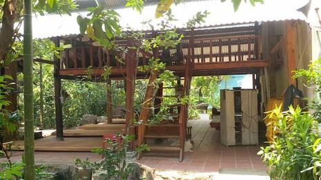 Ngôi nhà gỗ tại khu du lịch sinh thái Trường Mai