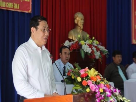 Ông Huỳnh Đức Thơ, Chủ tịch UBND TP Đà Nẵng thẳng thắn trả lời và giải trình từng câu hỏi của cử tri. Ảnh: LÊ PHI.