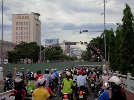 Đà Nẵng: Tạm ngừng thi công hầm chui phía tây sông Hàn - ảnh 1