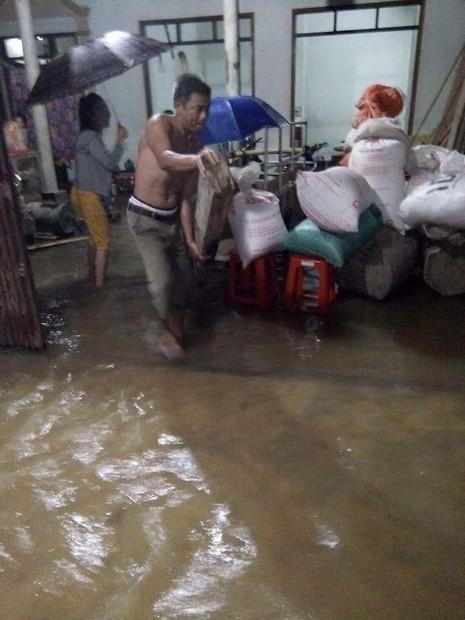 Mưa lũ nhấn chìm Hà Tĩnh, Quảng Bình, Thừa Thiên-Huế - ảnh 1