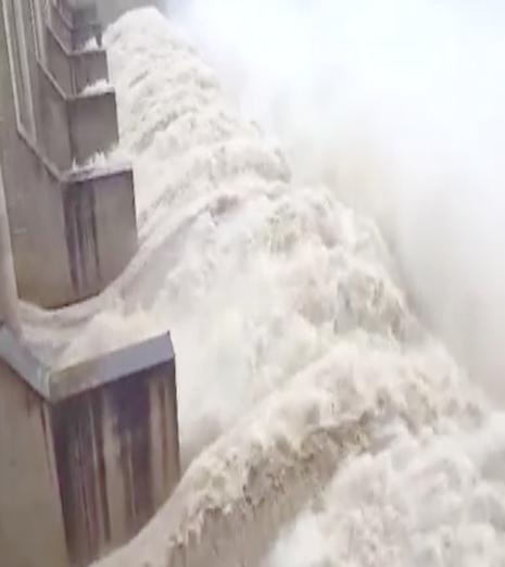 thủy điện sông Ba xả lũ