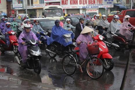 Hỗn loạn giao thông tại cửa ngõ phía Bắc Đà Nẵng - ảnh 2