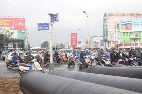 Hỗn loạn giao thông tại cửa ngõ phía Bắc Đà Nẵng - ảnh 5