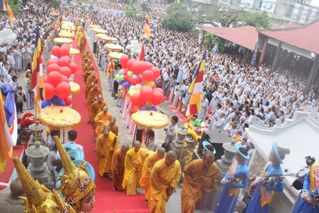 Chùm ảnh: Hàng ngàn người tham dự Lễ hội Quán Thế Âm - ảnh 1