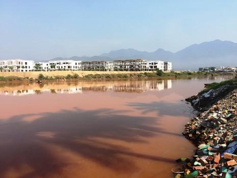 Dân ven sông Cu Đê hoang mang vì nước bỗng vàng đục - ảnh 1