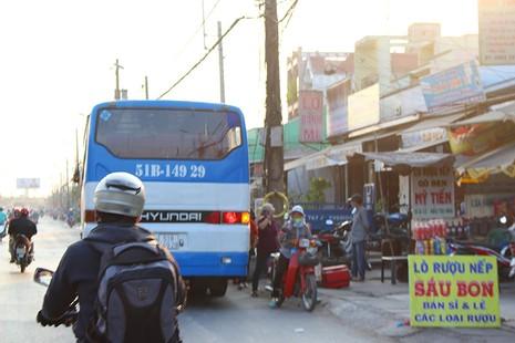 'Hung thần' chở công nhân tung hoành trên quốc lộ 1A - ảnh 4
