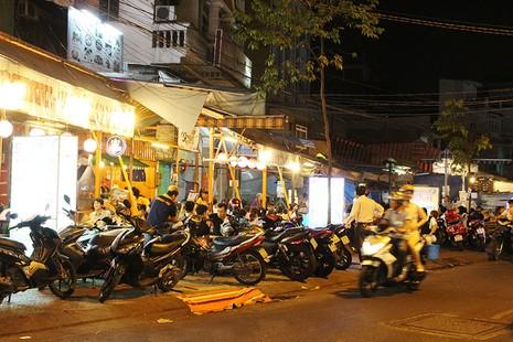 Loạn vỉa hè: Cận cảnh phố ốc Vĩnh Khánh và phố Tây Bùi Viện - ảnh 10