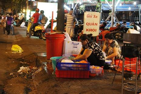 Loạn vỉa hè: Cận cảnh phố ốc Vĩnh Khánh và phố Tây Bùi Viện - ảnh 12