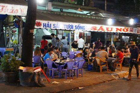 Loạn vỉa hè: Cận cảnh phố ốc Vĩnh Khánh và phố Tây Bùi Viện - ảnh 11