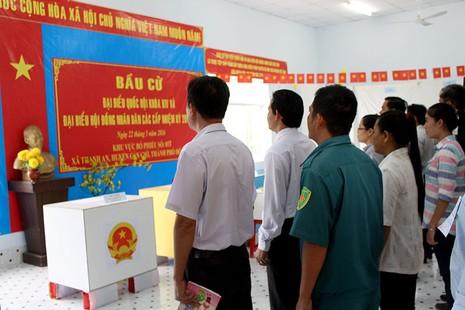Dân xã đảo Thạnh An dậy từ khuya, bận đồ đẹp để đi bầu cử - ảnh 1