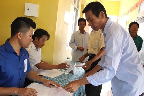 Dân xã đảo Thạnh An dậy từ khuya, bận đồ đẹp để đi bầu cử - ảnh 4