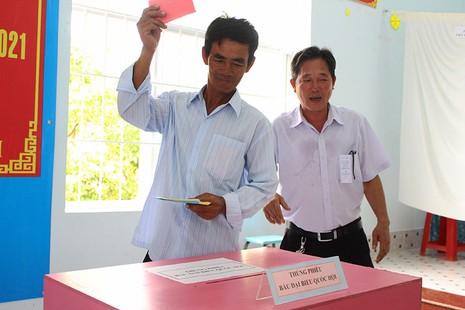 Dân xã đảo Thạnh An dậy từ khuya, bận đồ đẹp để đi bầu cử - ảnh 8