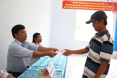 Dân xã đảo Thạnh An dậy từ khuya, bận đồ đẹp để đi bầu cử - ảnh 9