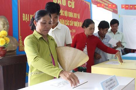 Dân xã đảo Thạnh An dậy từ khuya, bận đồ đẹp để đi bầu cử - ảnh 7