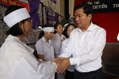 Bí thư Đinh La Thăng viếng ông Nguyễn Thanh Chín - ảnh 4