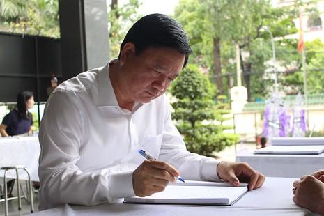 Bí thư Đinh La Thăng viếng ông Nguyễn Thanh Chín - ảnh 1