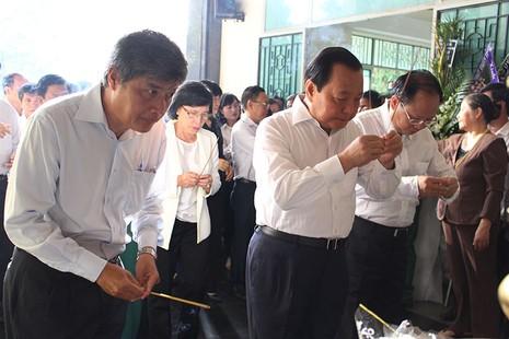 Nhiều lãnh đạo TP đã đến đưa tiễn ông Nguyễn Thanh Chín