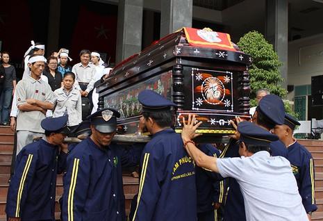 Ông Nguyễn Thanh Chín được đưa về Nghĩa trang Bình Hưng Hòa để hỏa táng