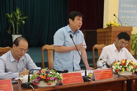 Chủ tịch UBND TP.HCM Nguyễn Thành Phong làm việc với Huyện ủy, UBND huyện Cần Giờ. Ảnh: LÊ THOA