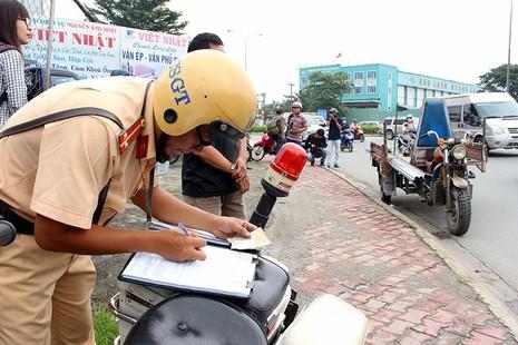 TP.HCM phạt hơn 1.300 xe thô sơ, 3 bánh - ảnh 1