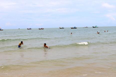 'Chảy nước miếng' với chợ hải sản ở Hồ Tràm - ảnh 14