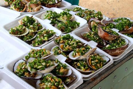 'Chảy nước miếng' với chợ hải sản ở Hồ Tràm - ảnh 5