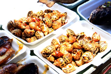 'Chảy nước miếng' với chợ hải sản ở Hồ Tràm - ảnh 3