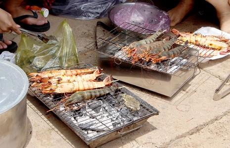 'Chảy nước miếng' với chợ hải sản ở Hồ Tràm - ảnh 7
