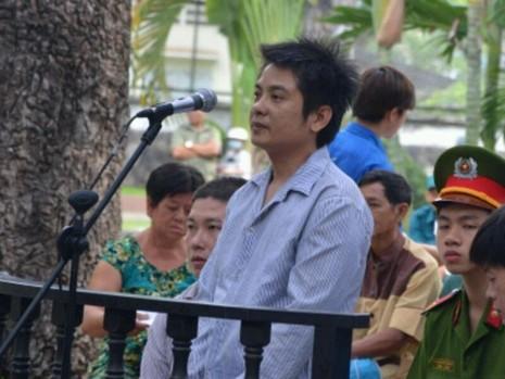 Nguyễn Hùng Tuấn tại phiên tòa