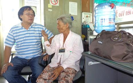 Bà cụ nghèo bán kẹo cao su không ham của rơi - ảnh 1