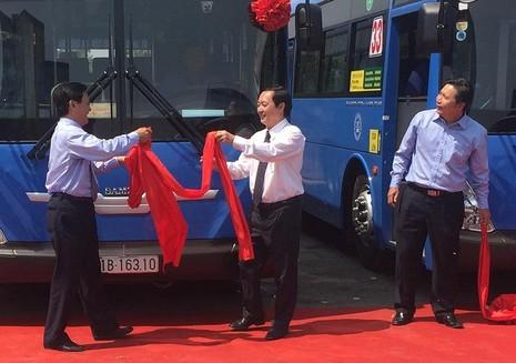 xe buýt mới chạy bằng khí CNG