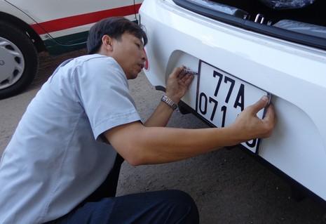 Thời sự qua ảnh: Sắm xe hơi chơi mùa tết - ảnh 2