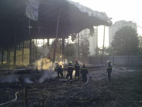 Hà Nội: Cháy khủng khiếp tại dự án bỏ hoang - ảnh 2