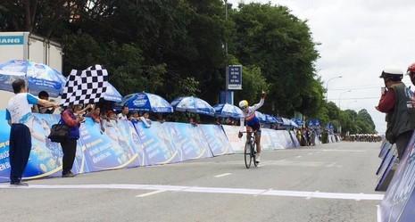 AN Seonjin giành chiến thắng chặng 3 nhưng hai chiếc áo vàng và áo xanh vẫn thuộc về tay đua Việt Nam Nguyễn Thị Thật. ẢNH. MQ