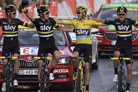 Các tay đua đội Sky cùng ăn mừng thành công tạo Tour de France 2016.