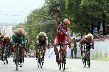 Lê Văn Duẩn thắng chặng khai mạc giải đua xe đạp đồng bằng sông Cửu Long 2016 - ảnh 1