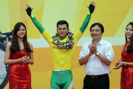Lê Văn Duẩn ngoạn mục đoạt áo xanh, Võ Phú Trung giành áo vàng  - ảnh 10