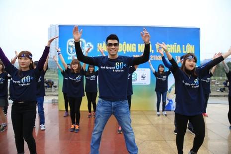 Giới trẻ Hà Nội chạy bộ, đạp xe hưởng ứng giờ Trái đất 2016 - ảnh 3