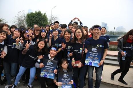 Giới trẻ Hà Nội chạy bộ, đạp xe hưởng ứng giờ Trái đất 2016 - ảnh 9
