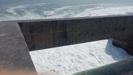 Cận cảnh nước thải đổ ra biển ở nhiệt điện Vũng Áng 1 - ảnh 1
