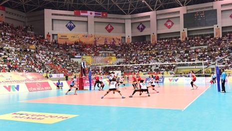 Nhà thi đấu đa năng tỉnh Hà Nam có sức chứa hơn 8.000 chỗ ngồi, là nhà thi đấu trong nhà lớn nhất Đông Nam Á.