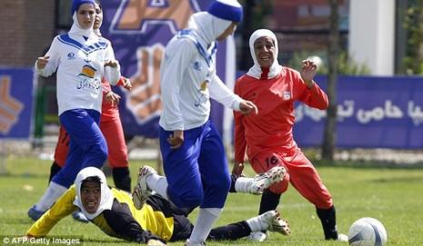Hơn nửa đội tuyển bóng đá nữ Iran là nam chưa chuyển giới - ảnh 2