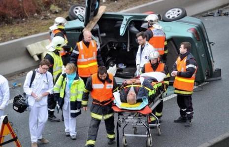 Pháp: Xe khách đâm xe tải, ít nhất 49 người chết - ảnh 2