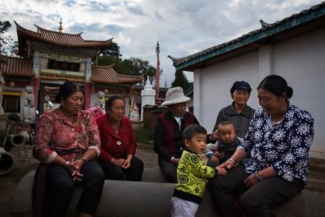 Vén màn bí ẩn 'nữ nhi quốc' cuối cùng của Trung Quốc - ảnh 2