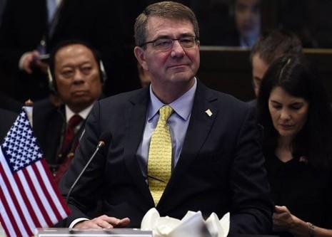 Bộ trưởng Quốc phòng Mỹ đích thân lên tàu tuần tra biển Đông - ảnh 1