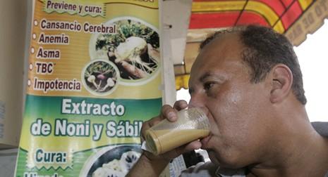Dân Peru uống sinh tố ếch để tăng cường 'chuyện chăn gối' - ảnh 1