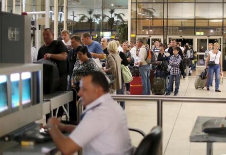 Nga điều 44 máy bay tới Ai Cập đón công dân về nước - ảnh 1