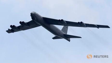 2 Pháo đài bay B-52 bay gần đảo nhân tạo ở Trường Sa - ảnh 1