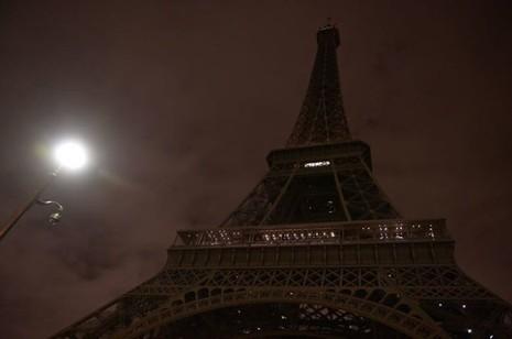 Thế giới đồng loạt hát quốc ca Pháp, chuyển sang màu cờ Pháp - ảnh 6