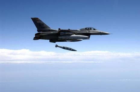 Mỹ không kích Syria, lần đầu phá hủy 116 xe chở dầu của IS - ảnh 1